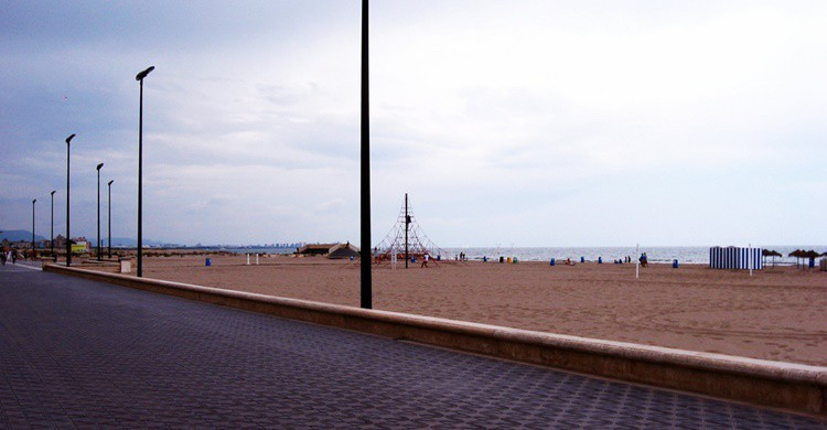 Playa de la Malvarrosa, en pleno Valencia. 16:9clue (Flickr)