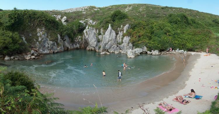 Imagen de la curiosa piscina de Gulpiyuri. blablabla arbliblibli (Flickr)