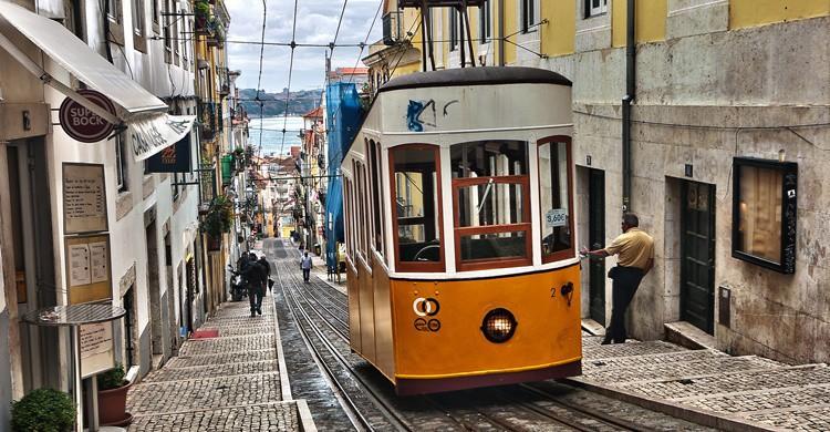 Lisboa y sus característicos tranvías. Ann Wuyts (Flickr)