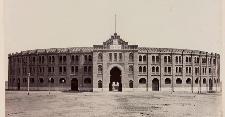 Fachada principal de la antigua plaza de toros de Goya (commons.wikimedia.org)