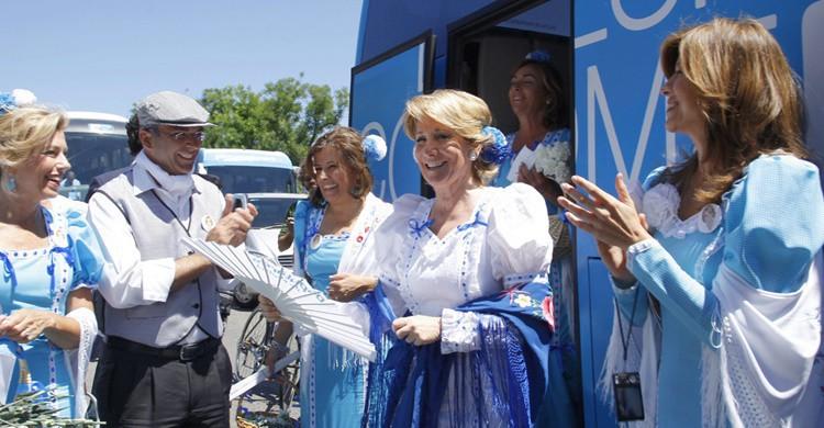 Esperanza Aguirre, de chulapa en las fiestas de San Isidro. Esperanza Aguirre Gil de Biedma (Flickr)