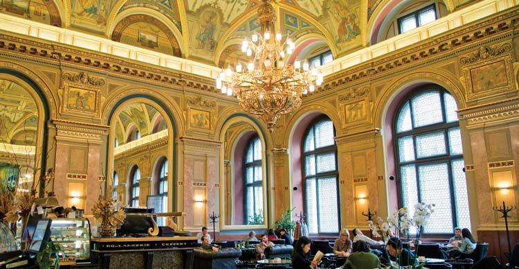 Alexandra Bookcafe (budapesttimes.hu)