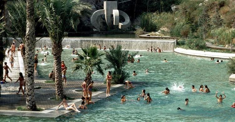 Bañistas en el parque. Parque de la Creueta del Coll (blog.barcelonaguidebureau.com)