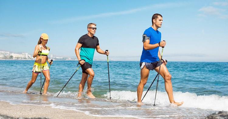 Marcha descalza por la playa. Marbella Club Hotel (Facebook)