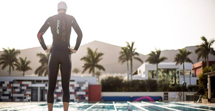 Nadador en la piscina olímpica. Playitas Resort (www.playitas.net)