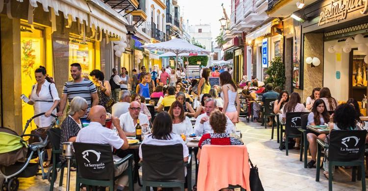 comiendo en el centro de Ayamonte, Huelva / Andalucía