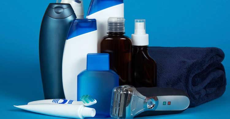 Los neceseres de hombres y mujeres tienen algunos productos diferentes (iStock)