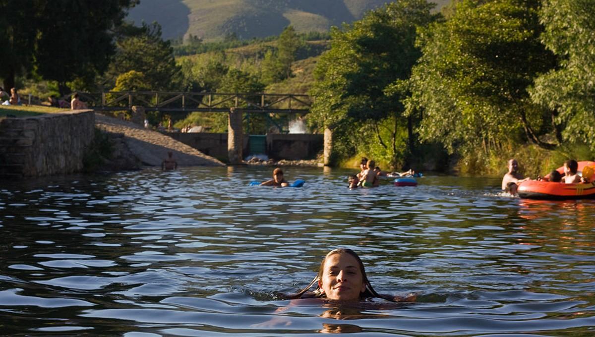 10 piscinas naturales m s incre bles de espa a el for Hoteles con piscinas naturales