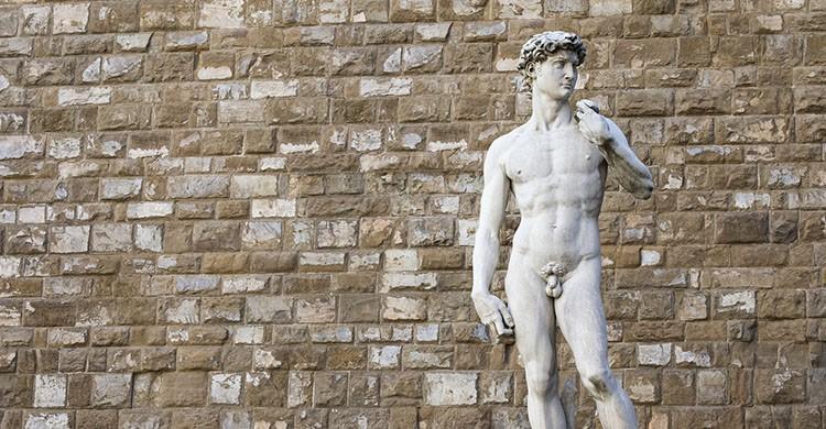 porque las esculturas griegas tienen micropene