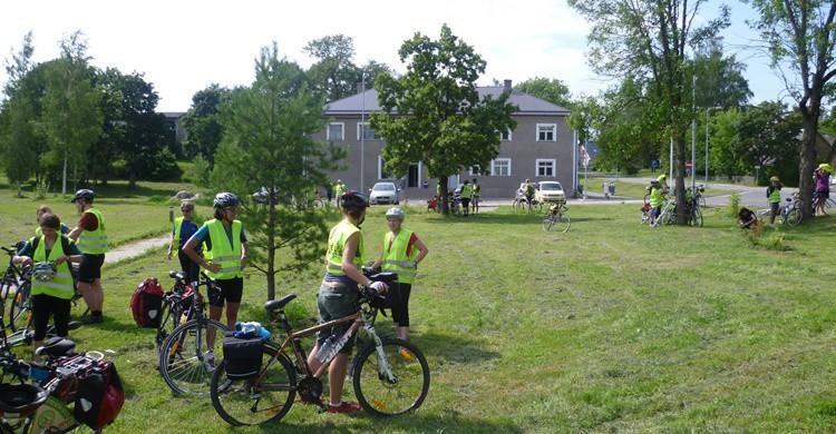 Ciclistas en Sangaste. Evelynweiser (Flickr)