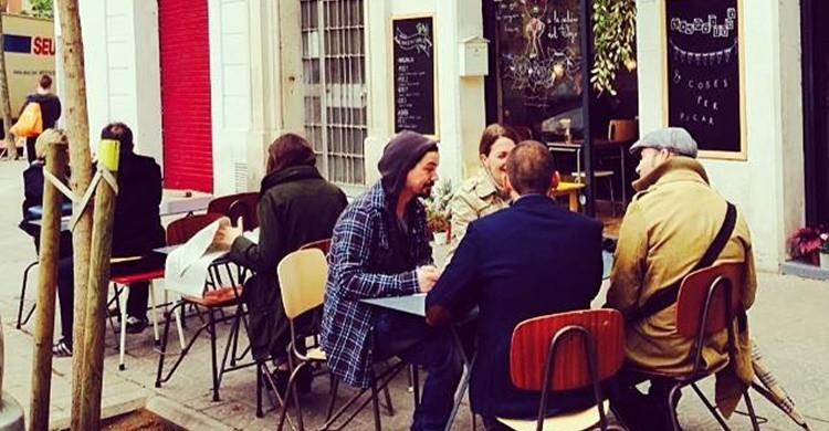 Clientes en la terraza del Café Cometa (https://www.facebook.com/CafeCometa/?fref=nf)