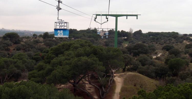 Vista de la Casa de Campo con el teleférico en primer término. Daniel Lobo (Flickr)