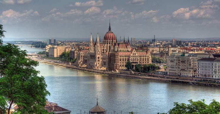 Budapest (wikimedia.org)