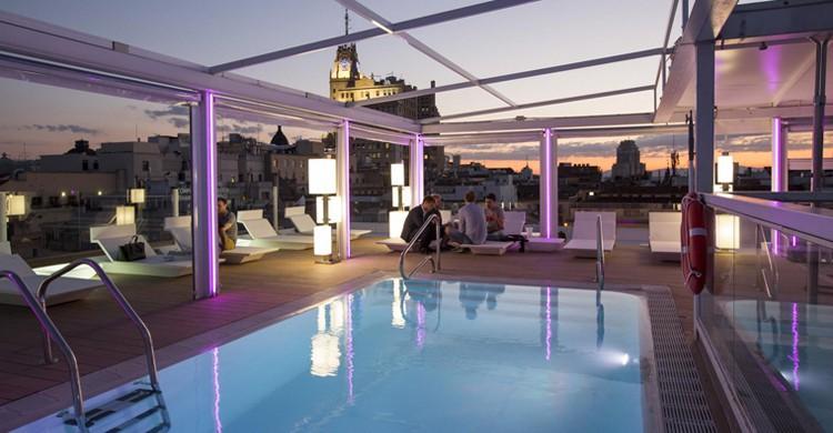 La piscina de la terraza, de noche. Room Mate Óscar (www.room-matehotels.com)