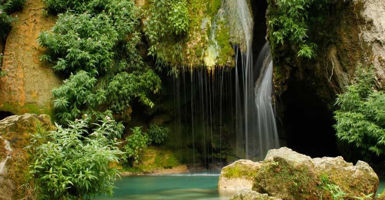 Salto de agua del Urederra (wikimedia.org)