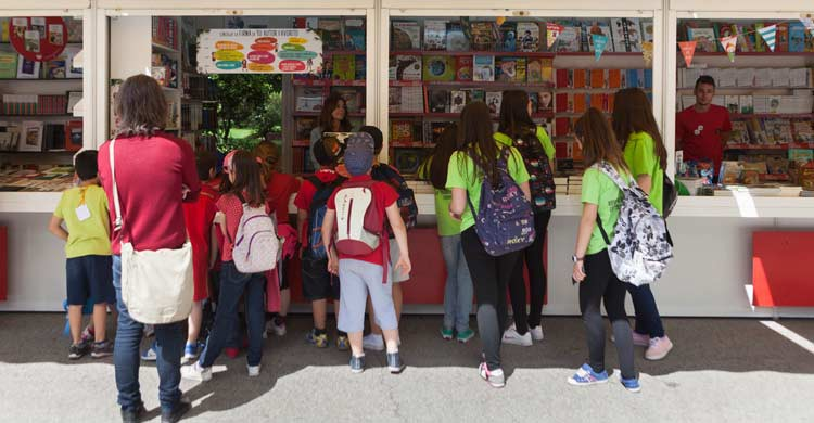 Los niños cuentan con casetas y actividades dedicadas a ellos en la Feria del Libro de Madrid (grupo-sm.com)