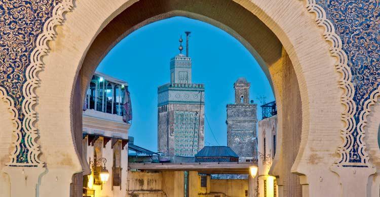 Puerta de Bab Bou Jeloud, en Fez (iStock)