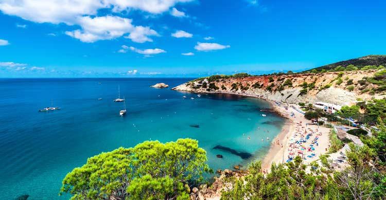 Ibiza, y las Baleares en general, siempre es una opción interesante para programar un viaje (iStock)