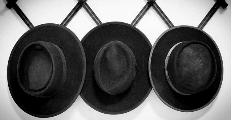Los sombreros son característicos de los hombres amish (iStock)