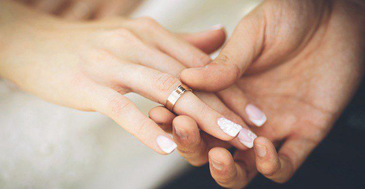 Anillo de matrimonio. KaninRoman (iStock)