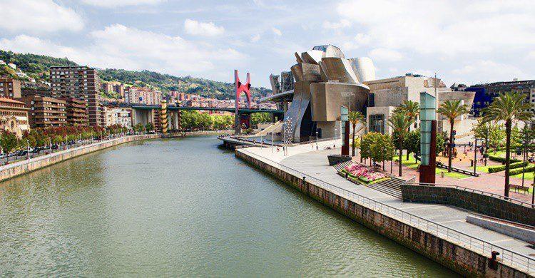 Ría de Bilbao y Museo Guggenheim. Sakari37 (iStock)