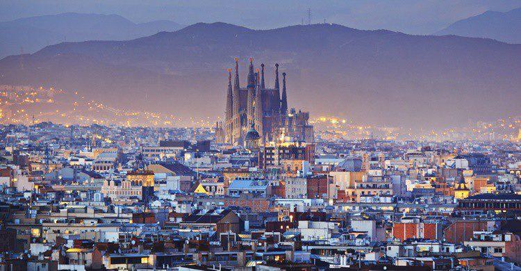 Vista parcial de Barcelona, con la Sagrada Familia al fondo. Kanuman (iStock)