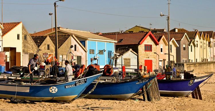 Casas típicas y pescadores en la playa de Vila Cha. Tiago Pinheiro (Flickr)