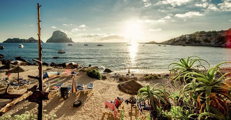Sol sobre Ibiza. Amoklv (iStock)