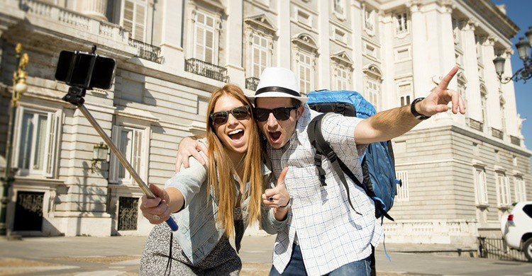 Turistas en Madrid. OcusFocus (iStock)
