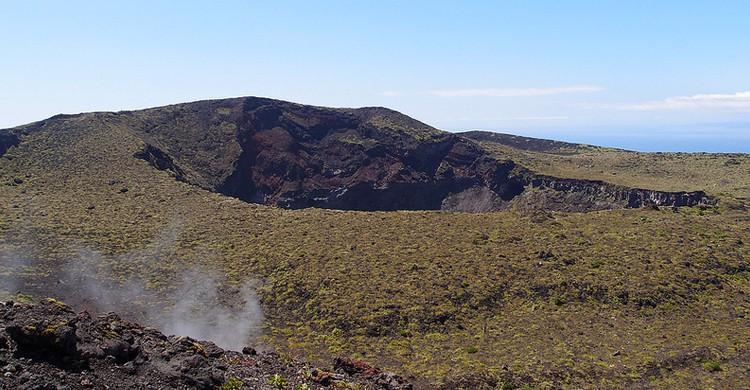 Cráter @ Caldera loop trail @ Mount Mihara @ Oshima. Guilhem Vellut (Foter)