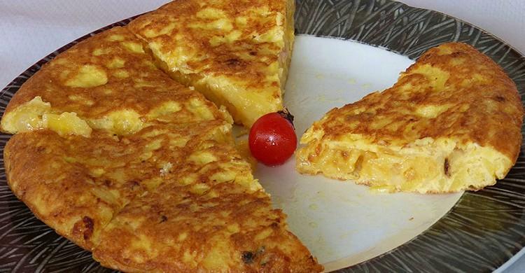 Tortilla con un cherry en el centro. juantiagues (Foter)