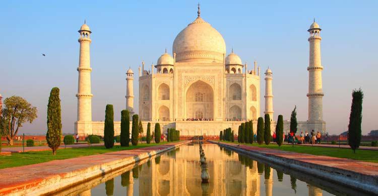 Amanecer en el Taj Mahal (iStock)