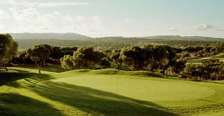 Montenmedio es un referente para la práctica del golf y la hípica. Foto de cadizturismo.com