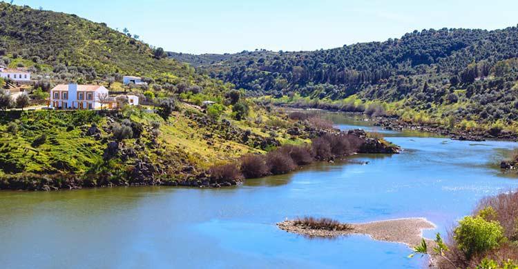 Vista del Guadiana en Mértola (iStock)