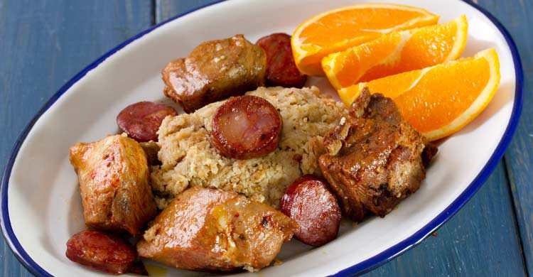 Las migas son uno de los platos típicos del Alentejo (iStock)