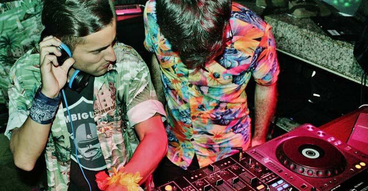 Nylon Club (Flickr)