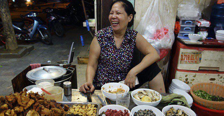 Puesto callejero en Hanoi. Wyshe (iStock)