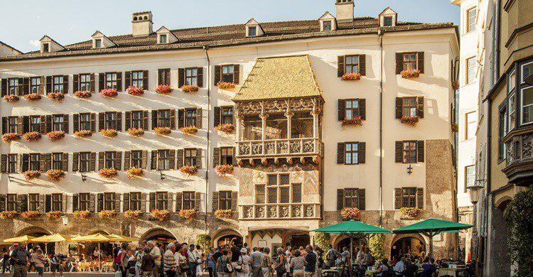 Imagen del tejadillo, que es el que cubre el mirador o ventanal del edificio de la imagen. Hannes6380 (iStock)