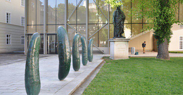 Pepinos de Erwin Wurm. Andreas Praefcke (Wikipedia Creative Commons)