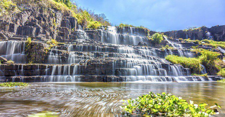 Cascada cerca de Dalat. HuyThoai (iStock)