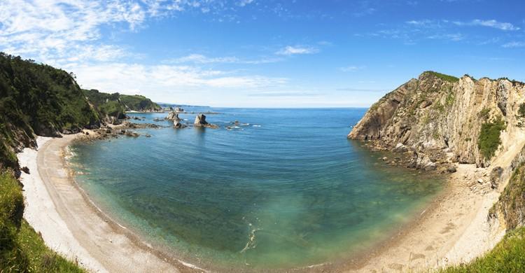 Panorama de la Playa del Silencio. Javitouh (iStock)
