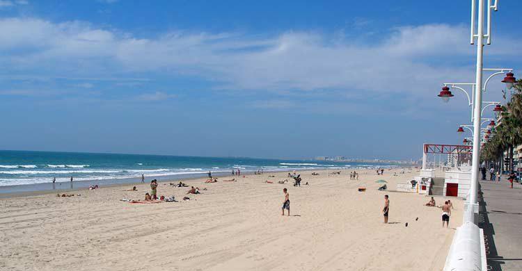 Playa de La Victoria (cadiz-turismo.es)