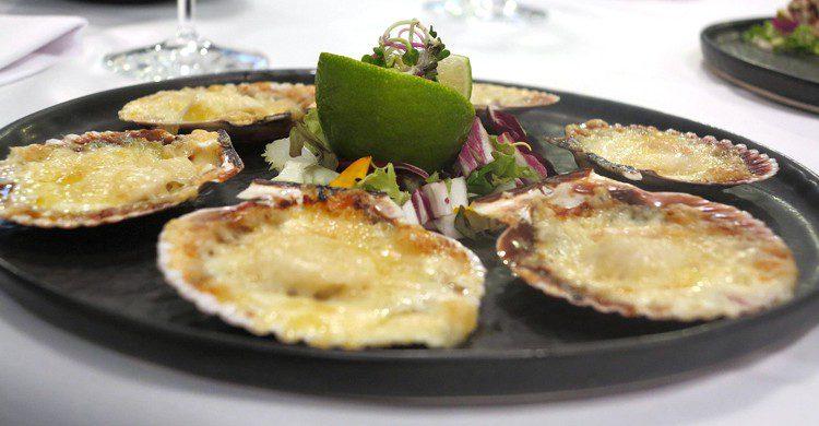 Bandeja de ostiones a la parmesana. Regreso Winnipeg Cocina Chilena (Facebook)