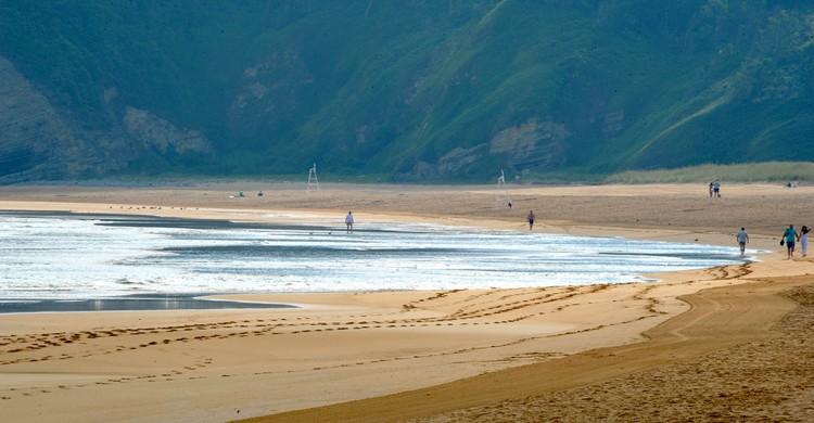 Playa de Rodiles. aagay (Foter)