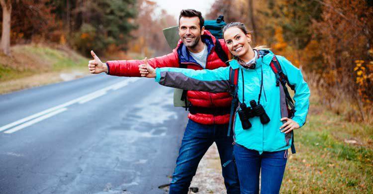 Guarda una distancia prudencial mientras esperas (iStock)