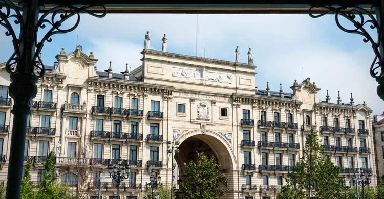 Edificio del Banco de Santander (iStock)