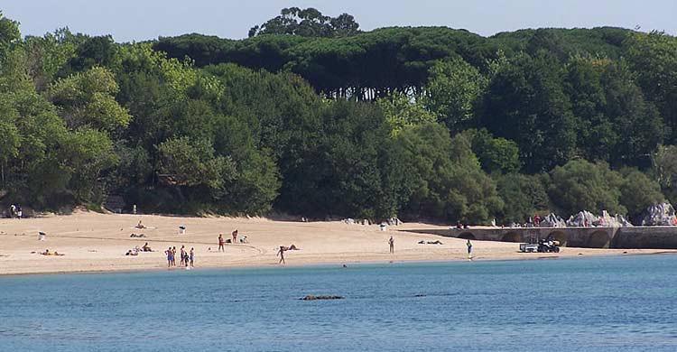 Playa de los Bikinis (turismodecantabria.com)