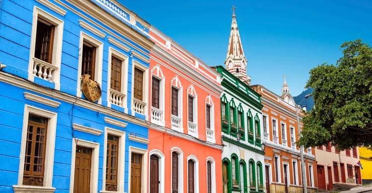 En Bogotá podrás ver coloridas casas coloniales (iStock)
