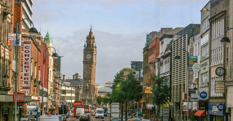 El Albert Memorial Clock tiene una altura de 113 metros (iStock)