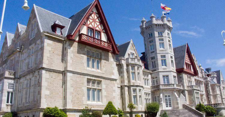 La sede de la Universidad Internacional Menéndez Pelayo es el Palacio de La Magdalena (uimp.es)
